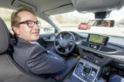 Verkehrsminister Dobrindt startet digitales Testfeld auf der A9
